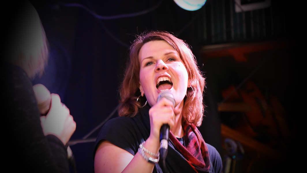 Gesanglehrerin Isabell Scheunerter